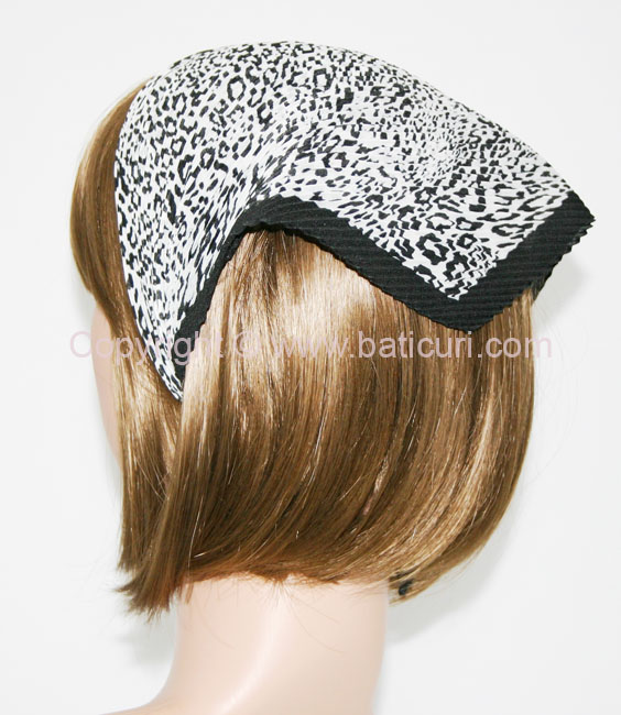 117-95 Italian pleated small Leopard design and border-White/black