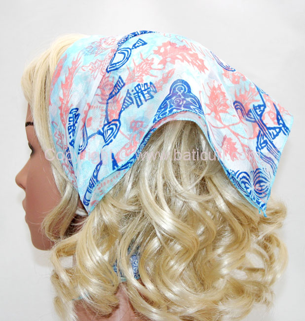 136-04 Light blue with pink and royal blue design
