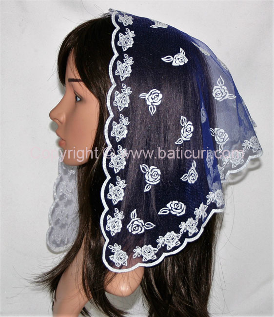 #54 Tri. scattered roses-Navy with white
