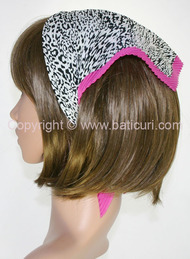 107-44 Italian pleated leopard design with pink border